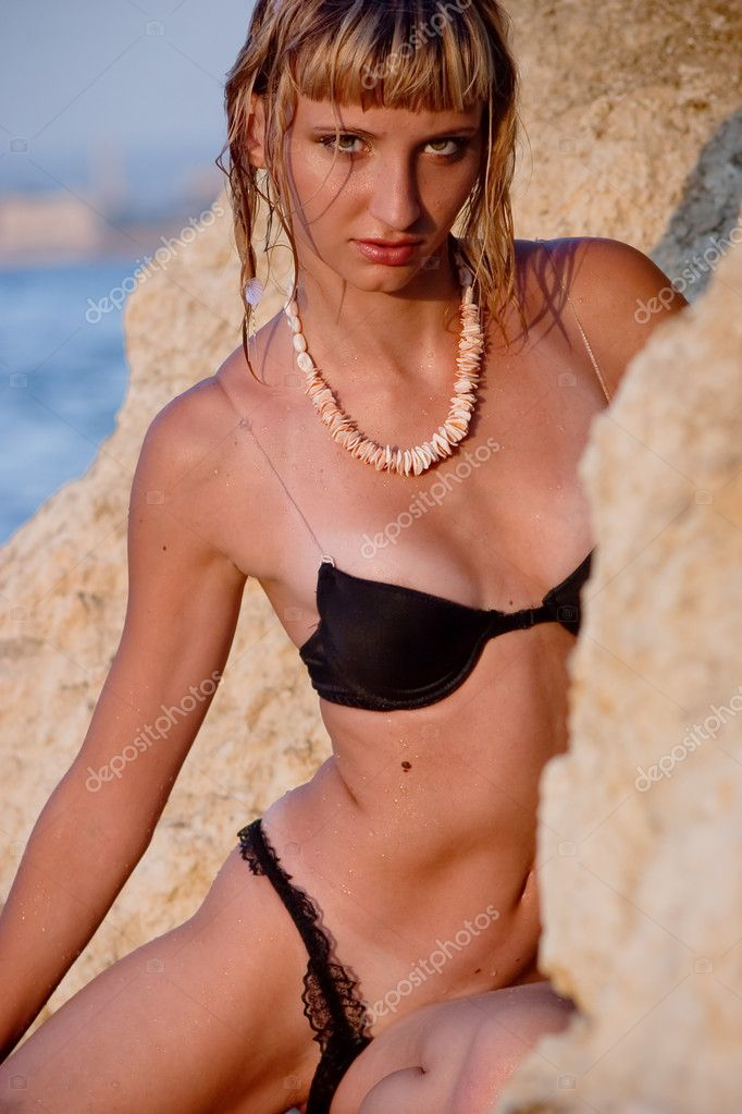 Young attrative girl posing in black bikini at the beach — Stock Photo #1219578
