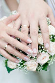 Hands with wedding rings — 图库照片