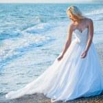 mariée sur la côte de la mer — Photo