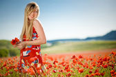 Laughing woman in poppy field — Fotografia Stock