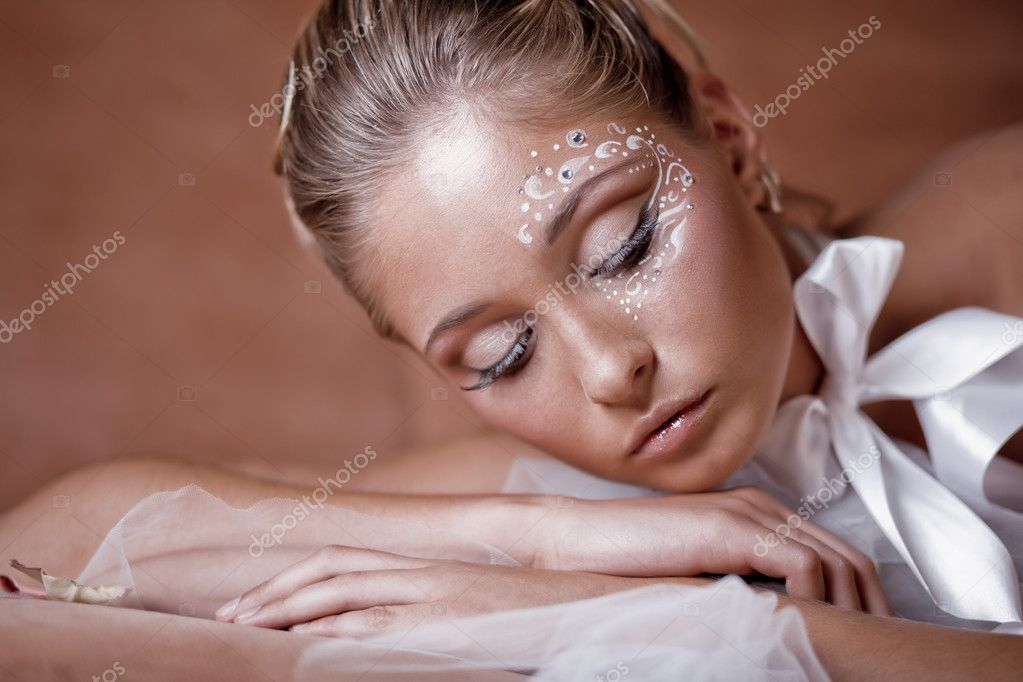 Fashion model with delicate make-up and face-art close-up — Stock Photo #1241912