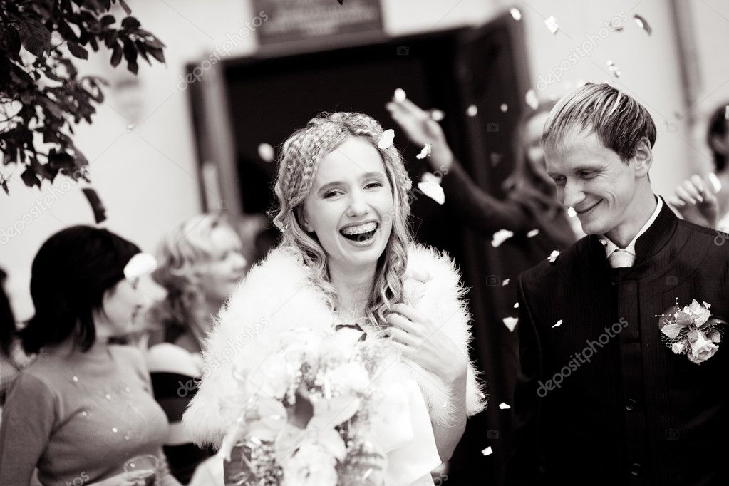 Laughing bride and groom during wedding ceremony — Stock Photo #1246367