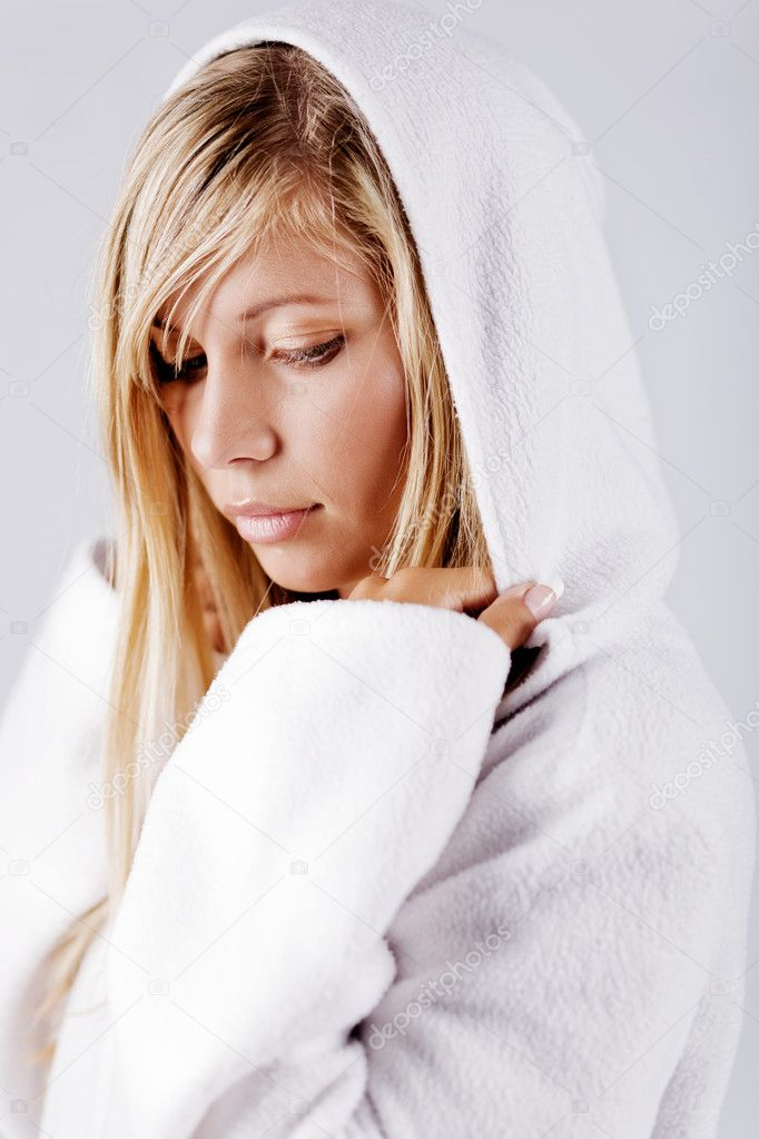 Blond beautiful girl wearing white fleece hood posing at studio — Foto de Stock   #1246615
