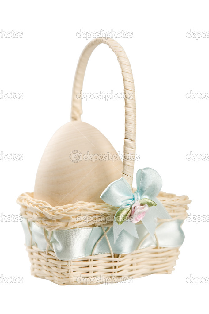 Pastel Easter basket with egg in it — Stock Photo #1248461