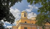 Domes of catholic church in Kiev — Stock Photo