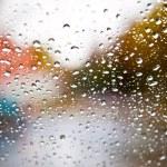 las gotas de lluvia en la ventana — Foto de Stock
