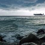 Winter coastline before the storm — Stock Photo