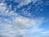 White clouds in blue sky — Stockfoto