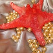 Red starfish and pearls — Stock Photo