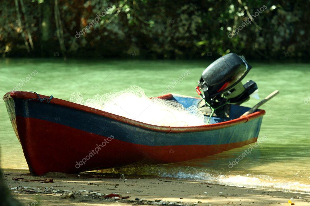 купить старую моторную лодку