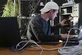 Man repairs computer — Stock Photo