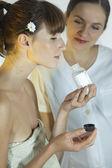 Mujer huele producto cosmético — Foto de Stock
