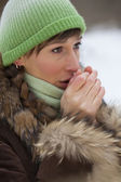 Woman warms up her hands — Stock Photo