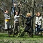 chicas saltando — Foto de Stock