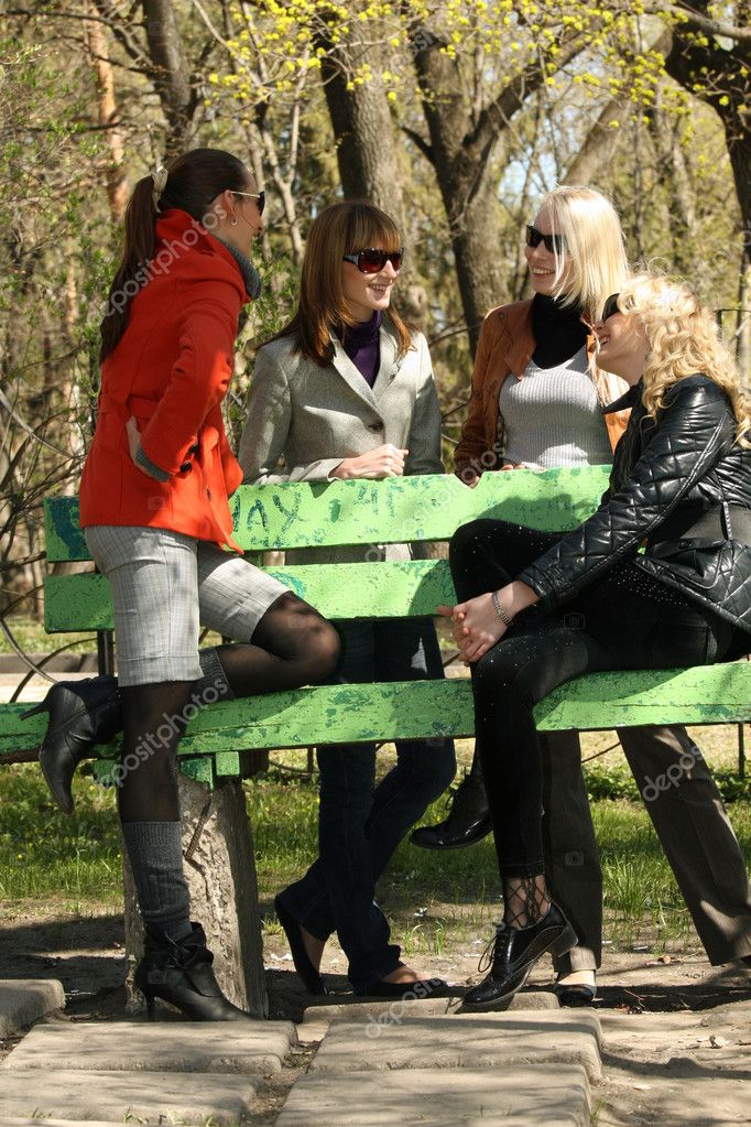 Women friends talking about fashion in a city park — Stock Photo #1846380