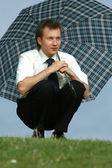 Człowiek z parasolem — Zdjęcie stockowe