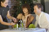 Cena con velas en el restaurante — Foto de Stock