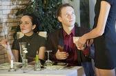 Man betalende wetsvoorstel in restaurant — Stockfoto