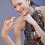披萨的女人 — 图库照片