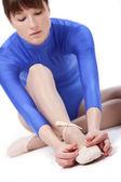 Female ties ballet shoelace — Stock Photo
