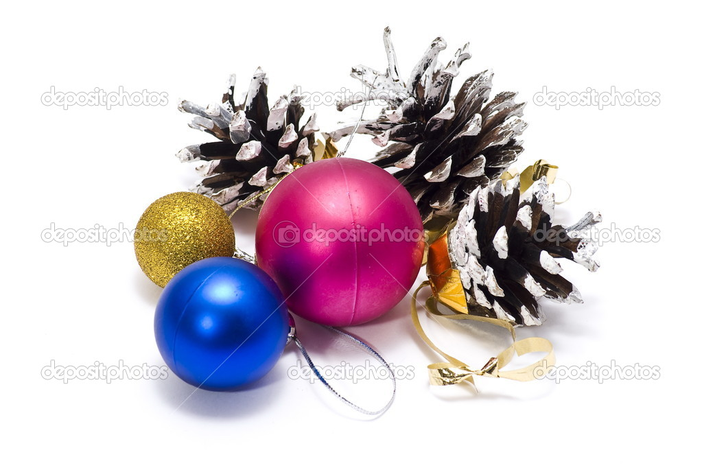 Christmas. Set pine cones and balls — Stock Photo #1531326