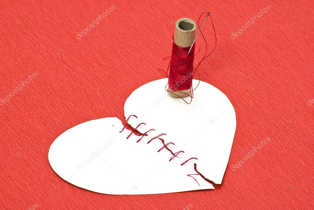 Broken heart and threads on red background — Stock Photo #1619131