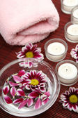 毛巾和蜡烛 — 图库照片