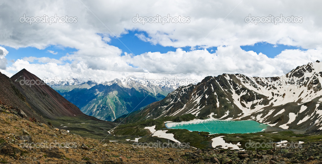 Panoramic view of the ice lake Syltrankiol incide the Caucasus mountains — Stock Photo #1163041