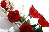 Red rose and wineglasses — Stock Photo