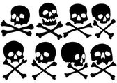 Set of pirate skulls and crossbones — Stock Vector