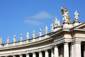 St.Peters cathedral colonnade in Vatican — Stock Photo