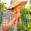 Old woman working in the garden — Photo