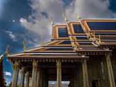 Temple in the Grand palace area in Bangk — Stock Photo