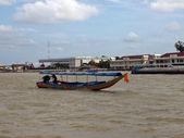 Длинная лодка хвоста — Стоковое фото