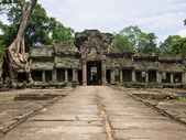 Antient temple of cambodia — Stock Photo