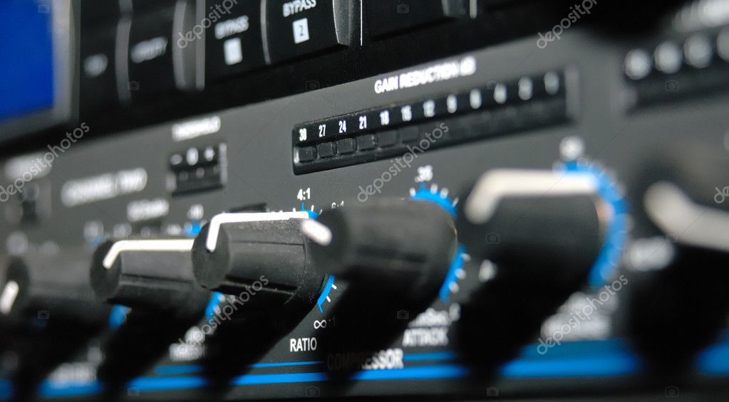Audio effects processors in a rack. Sound Recording Equipment (Media Equipment). Recording studio. — Stock Photo #1844828