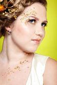 Flicka i vit klänning — Stockfoto