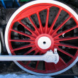Red wheels of old locomotive - Foto Stock
