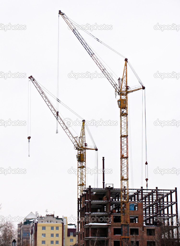 Lifting cranes and frame-house — Stock fotografie #1300094