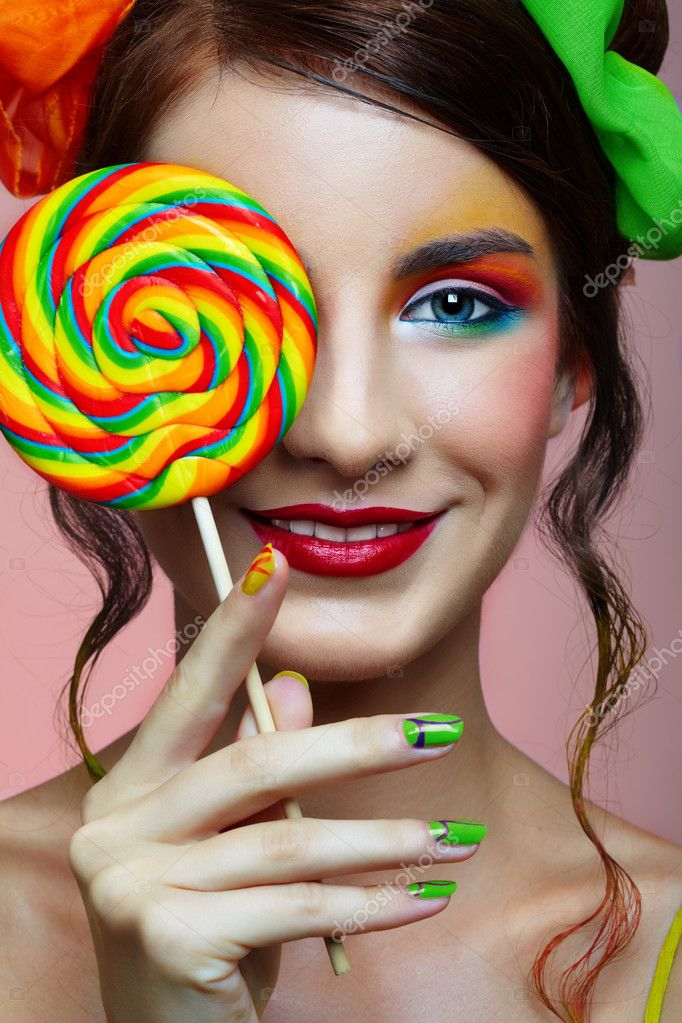Happy girl in bright make-up with lollipop — Stock fotografie #1363507