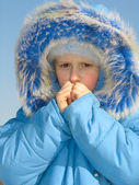 Girl trying to warm fingers — Stock Photo