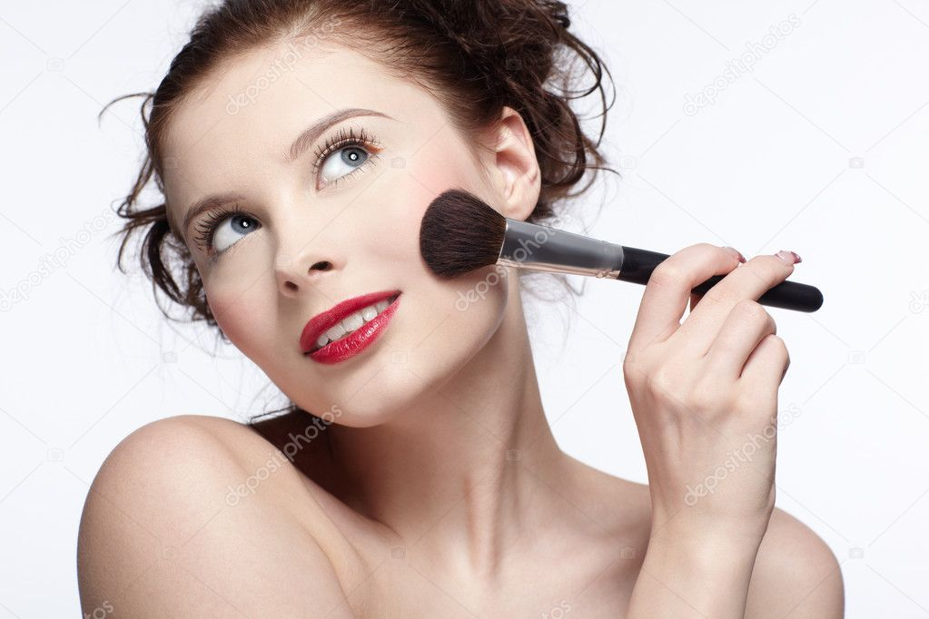 Portrait of beautiful slavonic brunette girl making up — Foto Stock #2146619