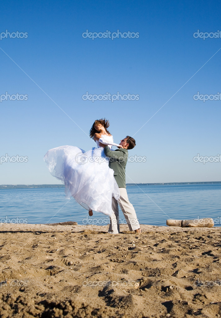 Happy couple on the beach — Stock Photo #1463369
