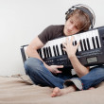 Man hugs a MIDI-keyboard — Stock Photo #2056852