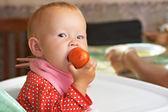 Kid eats a tomato — Stock Photo