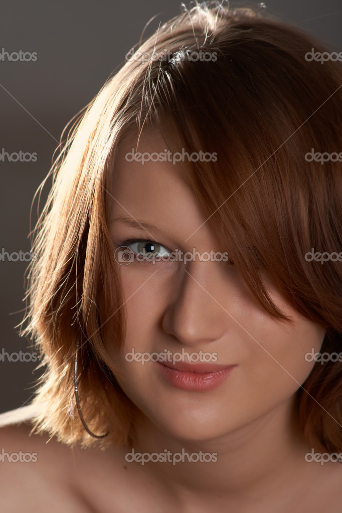 Portrait of a beautiful young girl in a backlit — Stock Photo #2626435