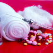 Multi-coloured tablets, syringe, gauze - Stockfoto