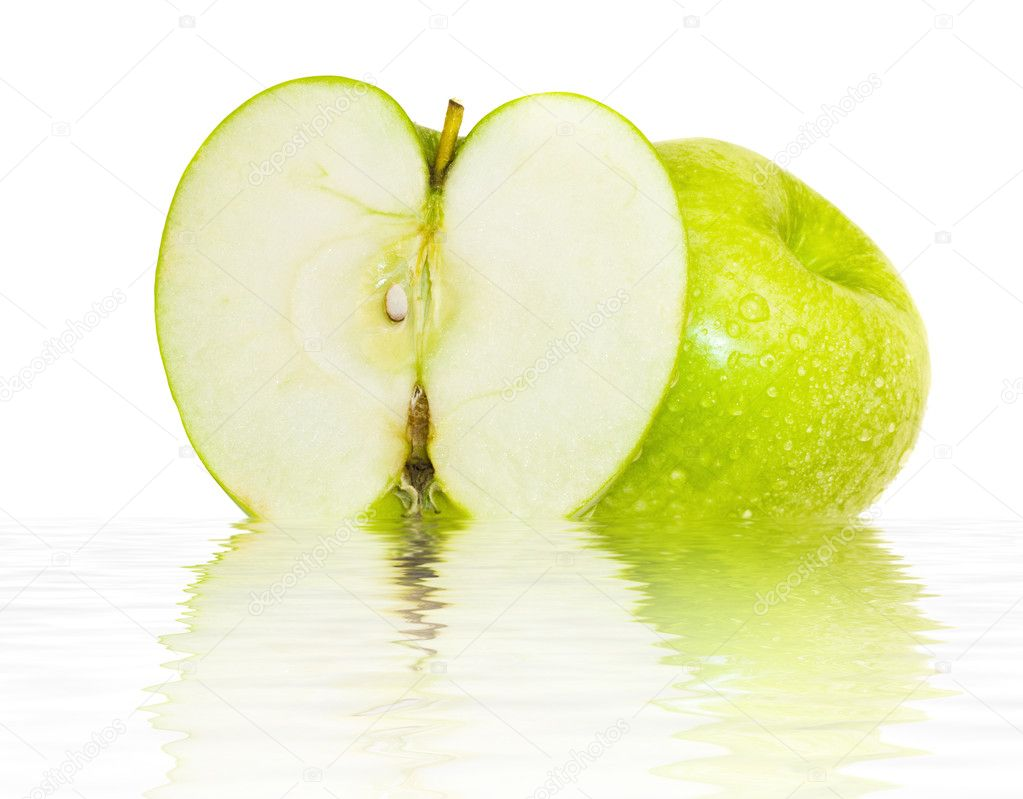 Beautiful juicy green apple with water drops on the water isolated over white — Stock Photo #1637148