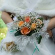 Wedding bouquet in hands — Stock Photo
