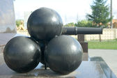 Gun kernels on a pedestal — Stock Photo